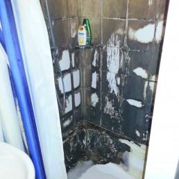 Vorher: Reinigung einer Dusche von Schmand, Dreck, Schimmel