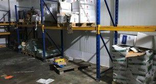 Regale in einem Kühllagerhaus, Spezialreinigung für Industrie und Gewerbe