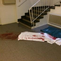 Vorher: Unfallortreinigung mit Todesfolge in einem Treppenhaus