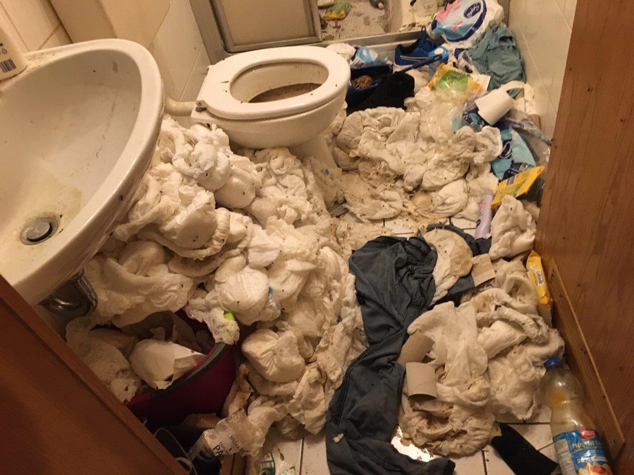 Messie-Wohnung entrümpeln & reinigen  Desinfektion  Entsorgung
