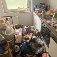 Entrümpeln einer Messie-Wohnung kleine Küche