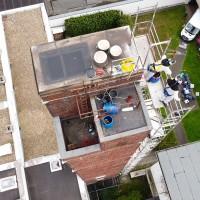 Luftaufnahme der Reinigungs-Arbeiten auf dem Dach