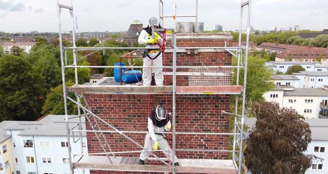 Denkmalschutz: Taubenkotentfernung in einem Turm